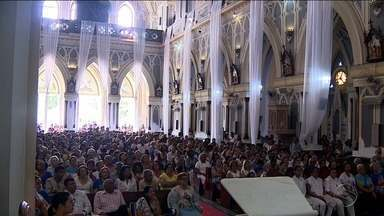Católicos homenageiam Nossa Senhora da Conceição - Católicos homenageiam Nossa Senhora da Conceição.