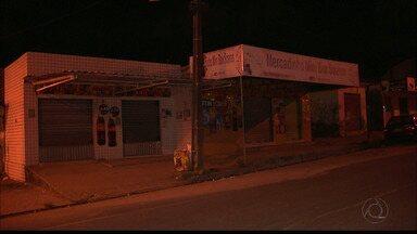 Quatro homens armados assaltaram clientes de um bar em João Pessoa - O assalto foi no Ernani Sátiro.