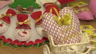 Presentes criativos ajudam a fugir da correria das compras de Natal em Juiz de Fora - A reportagem mostra opções alternativas para presentear sem precisar ir às ruas para fazer compras.