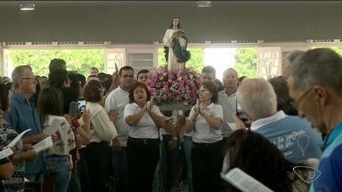 Fiéis católicos lotam Igreja Matriz no Centro de Linhares, no ES - Uma missa encerrou as comemorações pelo dia da padroeira da cidade.