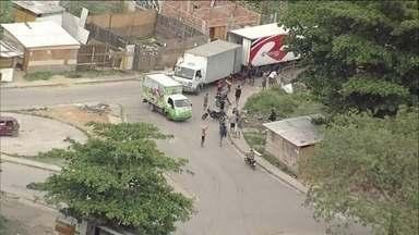 Globocop flagra roubo de cargas no Rio a 500 metros de blitz da Força Nacional - Ladrões levaram a carga para a mata, onde já havia outro caminhão. Polícia Militar chegou 50 minutos depois.