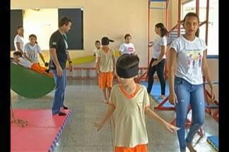 Crianças e adolescentes com deficiência recebem tratamento adequado para cada doença - Elas fazem parte do projeto Juquinha, em Paragominas.