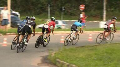 Duatlo Thiago Machado atrai corredores e ciclistas em Juiz de Fora - Esporte alia duas modalidades e reúne competidores neste domingo. Duatlo homenageia triatleta falecido em 2005
