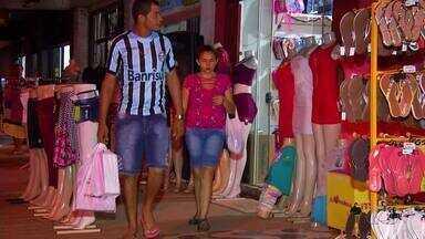 Lojistas estendem horário de atendimento para as compras de final de ano - Lojistas estendem horário de atendimento para as compras de final de ano