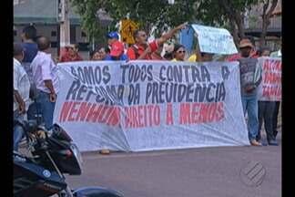 Trabalhadores rurais protestaram na sede do INSS de Paragominas - Eles protestam contra a reforma da previdência.