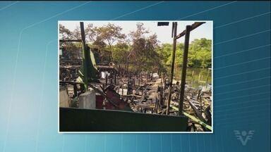 Incêndio destrói moradias na Alemoa, em Santos - Várias famílias perderam suas casas.