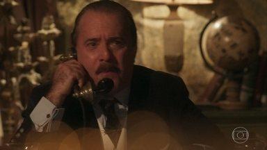 José Augusto consegue ligar para a casa de Reinaldo, mas Lucinda mente - Leonor observa Inácio sem ser vista
