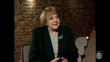 Fãs, amigos e parentes se despedem da atriz Eva Todor - Atriz morreu no domingo, aos 98 anos.