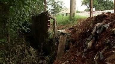 Bacias de contenção podem ajudar a reduzir estragos das chuvas em Vicente Pires - Projeto de bacias de contenção é a esperança de reduzir estragos da enxurrada em uma região que cresceu desordenadamente.
