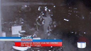 Ação de bandidos causou prejuízo de R$ 80 mil em loja de motos em São José - Foi o 3º assalto do ano na mesma loja.
