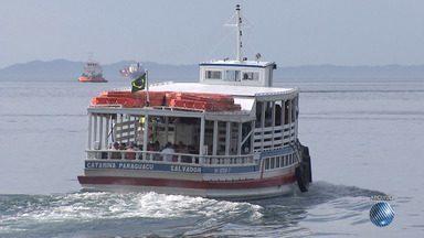 Feriado prolongado é marcado por problemas no sistema ferry boat e usuários reclamam - Teve problema também nas lanchas que fazem a travessia entre Salvador e Morro de São Paulo.