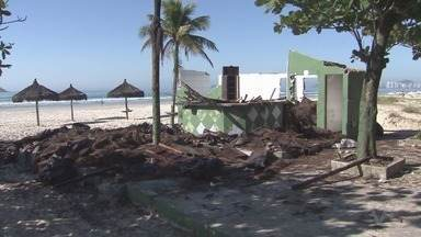 Novos quiosques da Praia da Enseada, em Guarujá, começam a funcionar - Equipamentos foram alvo de polêmica.