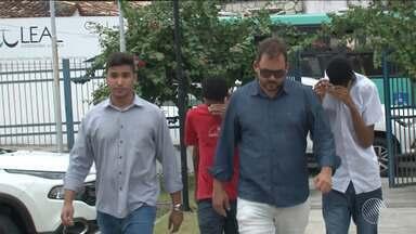 Supeitos de matar menina dentro de casa, em Feira de Santana, são apresentados à polícia - Crime aconteceu na semana passada, no bairro Liberdade.