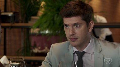 Bruno se irrita com Raquel por duvidar da honestidade de Gustavo - A juíza se decepciona com o ex-namorado