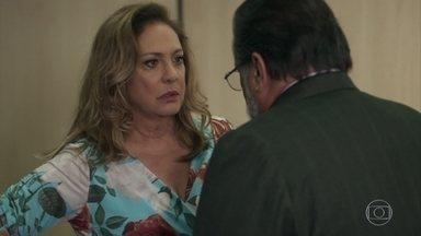 Nádia se interessa em comprar o salão de Nicácio - Cleo não conta para Mercedes sobre Mariano