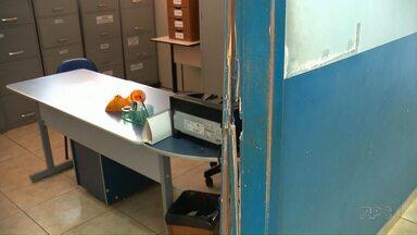 Polícia ouve adolescente suspeito de ter invadido e furtado a escola - Ele foi entregue pela mãe
