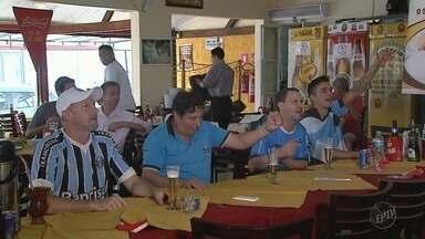 Torcedores de Ribeirão Preto celebram vitória do Grêmio no Mundial de Clubes da Fifa - Time venceu equipe mexicana e está na final da competição.
