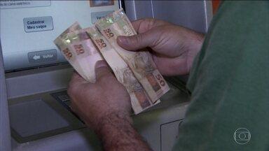Pedido de portabilidade de crédito aumenta com queda na taxa de juros - Correntistas procuram formas de tornar financiamentos mais baratos.