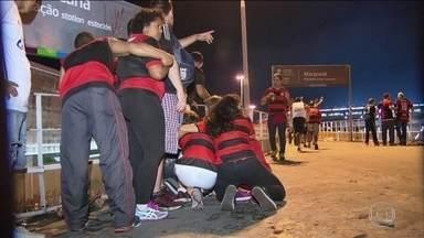 Confusões e cenas de violência, no entorno do Maracanã, marcam a final da Sul-Americana - Confusões e cenas de violência, no entorno do Maracanã, marcam a final da Sul-Americana