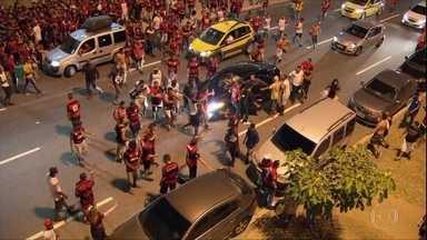 Entorno do Maracanã vira praça de guerra após perda do título do Flamengo - Entorno do Maracanã vira praça de guerra após perda do título do Flamengo