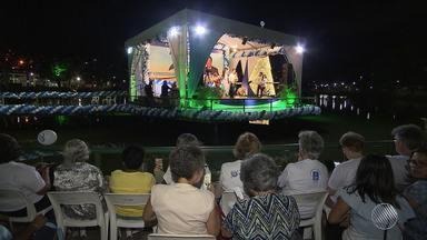 Fé: movimento 'Você e a Paz' reúne fiéis de várias religiões no Dique do Tororó - O médium Divaldo Franco e representantes de outras religiões participaram de mais uma edição do evento.