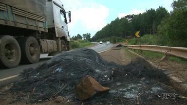 PR-170 e PR-459 são liberadas - O bloqueio nas rodovias feito por movimentos posseiros em conjunto com o MST e quilombolas durou oito dias.