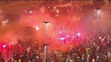 Maracanã tem vandalismo, confronto e feridos na final da Sul-Americana - Nas redes sociais, torcedores trocaram mensagens combinando invadir estádio. Quatro integrantes de torcidas organizadas do Flamengo foram presos.