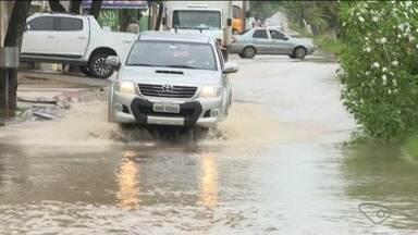 Chuva causa transtornos em São Mateus, Norte do ES - Em Guriri, vários trechos ficaram alagados.