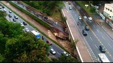 Chuva causa desabamentos e alagamentos em casas e ruas de Goiânia - Temporal da tarde desta quinta-feira (14) causou diversos prejuízos na capital.