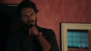 Laerte questiona Duda sobre sua amizade com Clara - Karina se entristece quando Diego se recusa a levá-la para a festa beneficente