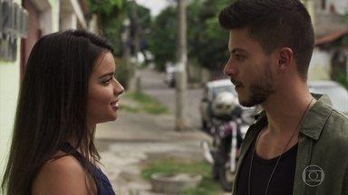 Diego se encanta por Melissa - Geólogo vende os convites da festa beneficente para ajudar a mãe