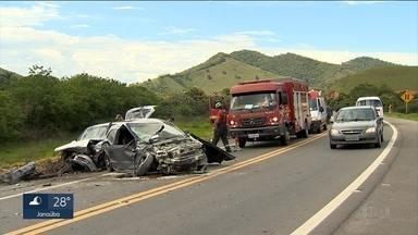Cinco pessoas ficam feridas em acidente na BR-267, na Zona da Mata - Feridos foram levados para hospital em Juiz de Fora.
