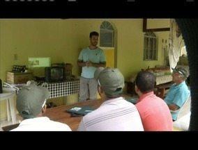Produtores rurais de Valadares participam de curso para recuperar áreas degradadas - Eles aprenderam técnicas para retira curva de nível de terreno.