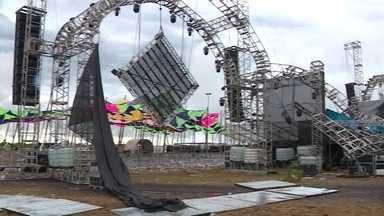 Palco desaba em festa de música eletrônica e deixa um morto no RS - Neste domingo (17), uma pessoa morreu quando parte de um palco desabou durante uma festa de música eletrônica, no Rio Grande do Sul.