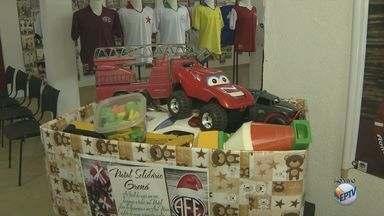 Torcedores da Ferroviária organizam campanha de arrecadação de brinquedos para o Natal - Quem quiser ajudar, pode levar as doações até sexta-feira (22) em um dos pontos de coleta.