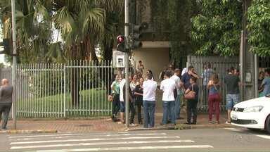 Professores fazem protesto pelo estado nesta segunda-feira (18) - Eles protestaram contra a redução no valor da hora aula no novo edital do PSS.