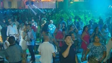Retrospectiva da Studio 5 Disco em Manaus reúne clássicos das discotecas - No salão de dança, houve muita irreverência. Vovô super-homem era umas das fantasias vistas em meio ao público.
