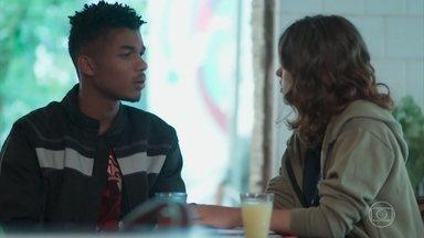 Anderson e Samantha discutem por causa de Tina - O irmão de Ellen não consegue se concentrar nas ideias para o clipe da banda de Samantha e diz que precisa resolver a situação com a ex