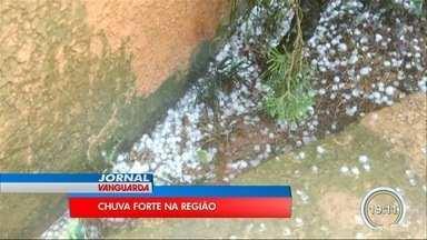 Chuva forte causa estragos na região - Ruas ficaram alagadas em Taubaté.