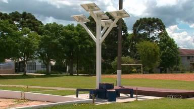 Árvore tecnológica instalada em Guarapuava é movida a energia solar - A árvore fornece wi-fi de graça para até 100 pessoas.