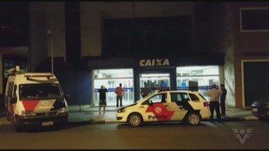Bandidos usam farda da PM para roubar agência da Caixa - Crime ocorreu em Santos.