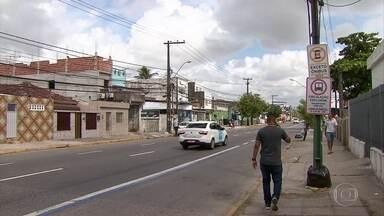 Faixa exclusiva de ônibus começa a funcionar na Estrada dos Remédios - São beneficiados com essa Faixa Azul os passageiros das linhas que circulam nos bairros de Afogados, Ilha do Retiro, Madalena e Torre.