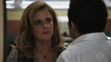 Sophia obriga delegado a abrir denúncia contra Josafá - Mercedes afirma que vilã vai pagar por todas as suas maldades