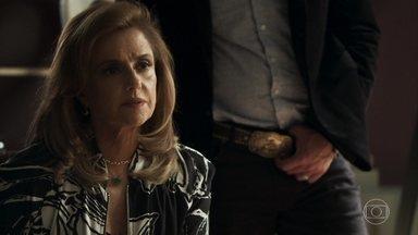 Sophia diz para Clara que retirou a acusação contra Josafá - Gael pede para se encontrar com a ex-mulher, que fica chateada por não poder encontrar Tomaz