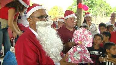 Projeto 'Natal Solidário' leva alegria e doa brinquedos a crianças da comunidade Tabocal - 280 presentes foram entregues graças a padrinhos que adotaram as cartinhas com pedidos especiais.