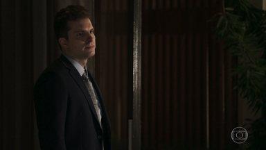 Patrick pede que Clara abandone seu plano de vingança - A neta de Josafá garante que vai acabar com todos os seus inimigos