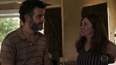 Rosalinda pede para Juvenal visitar Estela - Ela afirma para a filha de Sophia que Amaro está gostando dela
