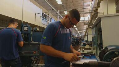 Cursos técnicos podem ser o caminho para a entrada mais rápida no mercado de trabalho - Salários podem chegar a R$ 5 mil.