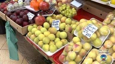 Fim de ano impulsiona venda de frutas típicas para ceia do Natal - A repórter Sandra Fonseca traz os detalhes sobre as frutas típicas usadas para ceia do Natal.