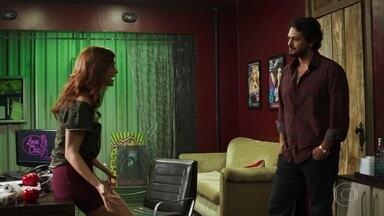 Laerte ameaça Leandra - Leandra diz que Duda é sua amiga, mas depois da ameaça promete ajudar o rapaz